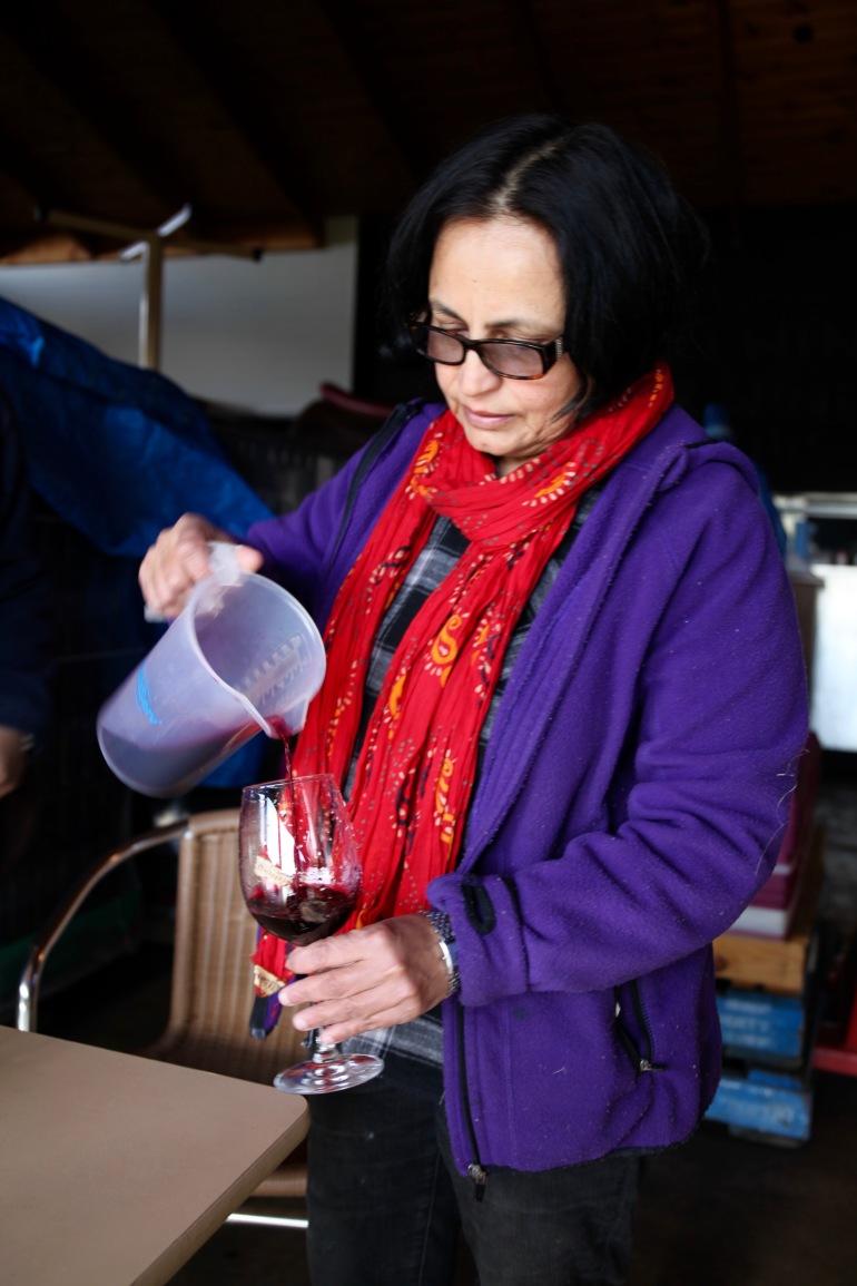 Avani- Shashi pouring wines (1)