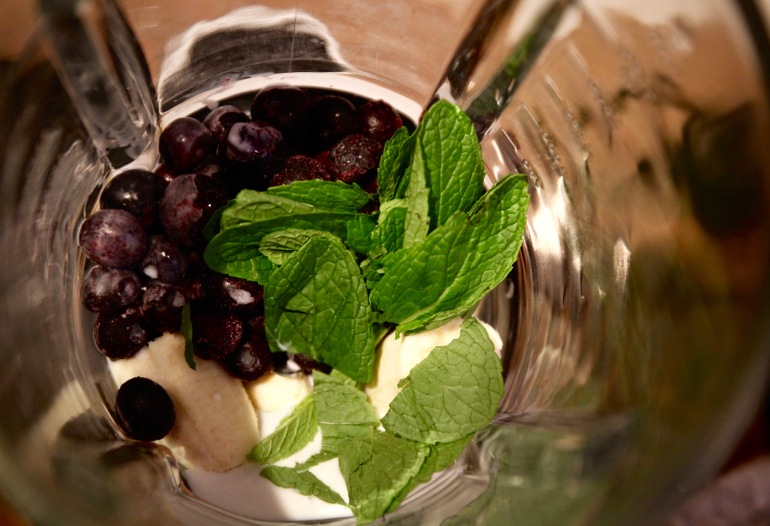 Blueberry mint smoothie- in blender