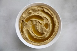 Hummus-No cloth with oil